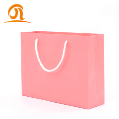 Großhandel Spot-Waren benutzerdefinierte Luxus-Schwarz-Shopping-Papiertütendruck Amazon-Kraft-Geschenkverpackungsbeutel mit Logo-Druck