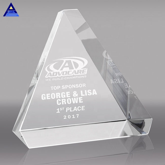 Factory Price Crystal Glass Pyramid Paperweight With Logo Engraved On The Bottom