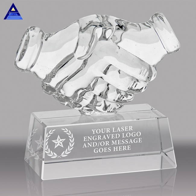 2020 Custom Office Stationery Crystal Handshake Trophy For Souvenirs
