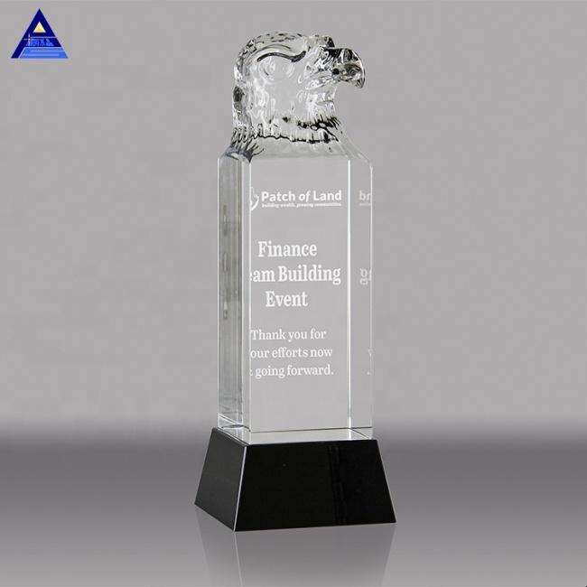 Good Quality Custom Design Wholesale Clear Crystal Eagle Figurine Award Trophy With Black Base
