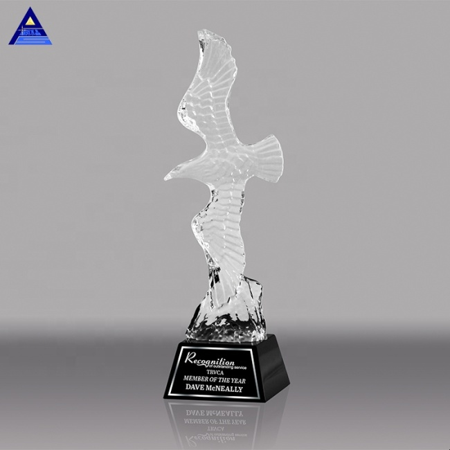 Exquisite Crystal Animal Figurines Crystal Eagle Gift Or Office Decoration Crystal Animal Trophy