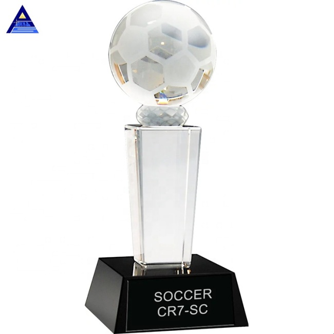 2020 High quality Custom Design Logo Engraving Crystal Glass Soccer Trophy