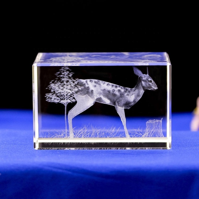 Wholesale Elegant Assurance Deer Animals 3D Laser Engraved Crystal Block Cube For Tourism Souvenirs