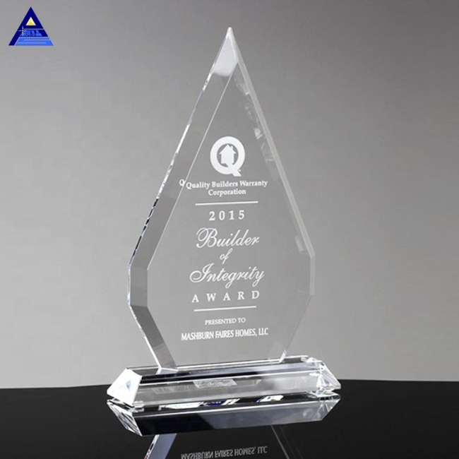 Specialized Custom Quality Top Regal Diamond Crystal Trophy For Business Gifts